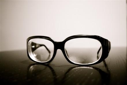 9ddffdb59b Tus gafas te hacen parecer miope? Vuelve invisibles los aros de la ...
